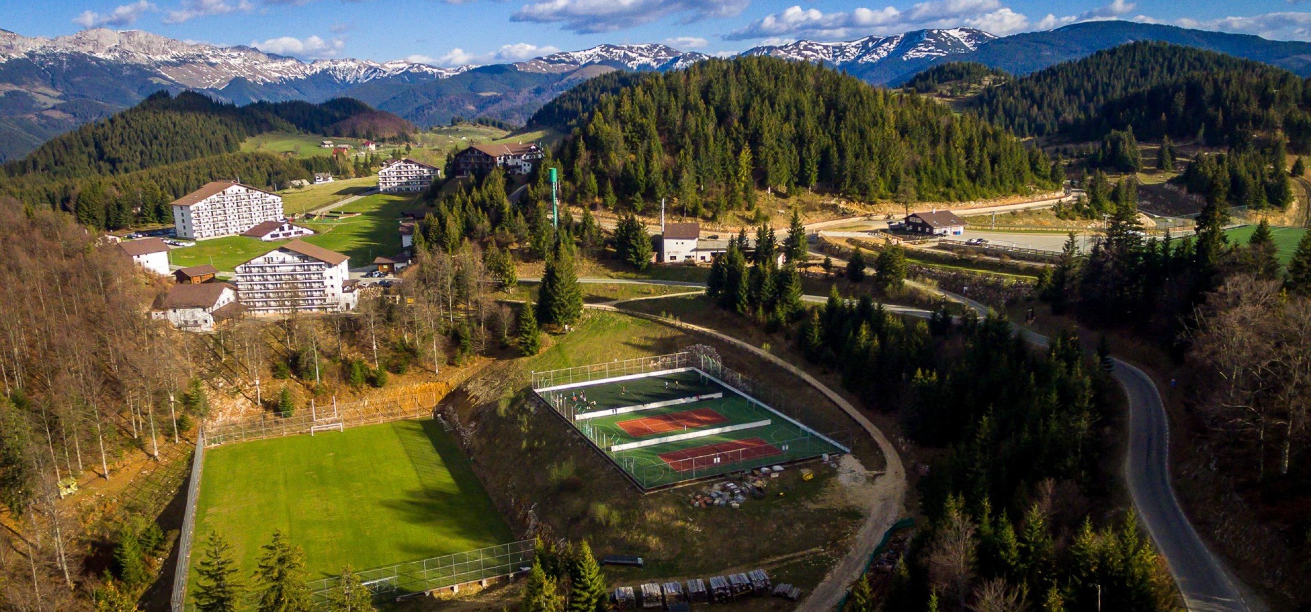 Terenuri de sport la 1300 metrii altitudine