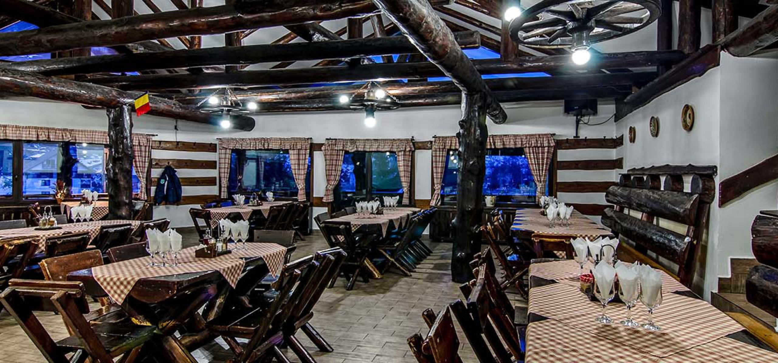 rustic-retsaurant-moieciu-cheile-gradistei-restaurant