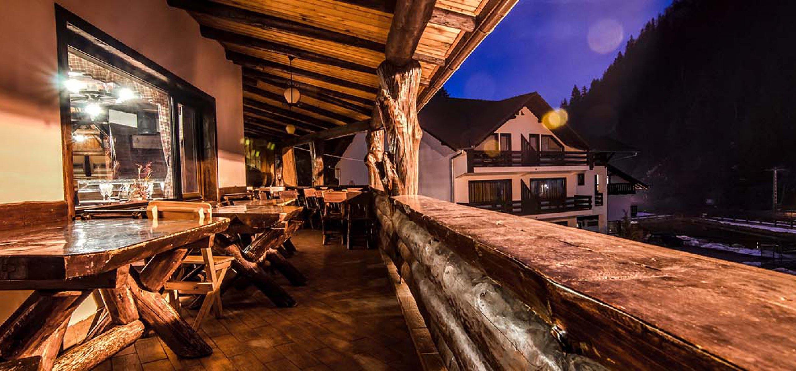 terasa-restaurant-moieciu-cheile-gradistei-restaurant-1