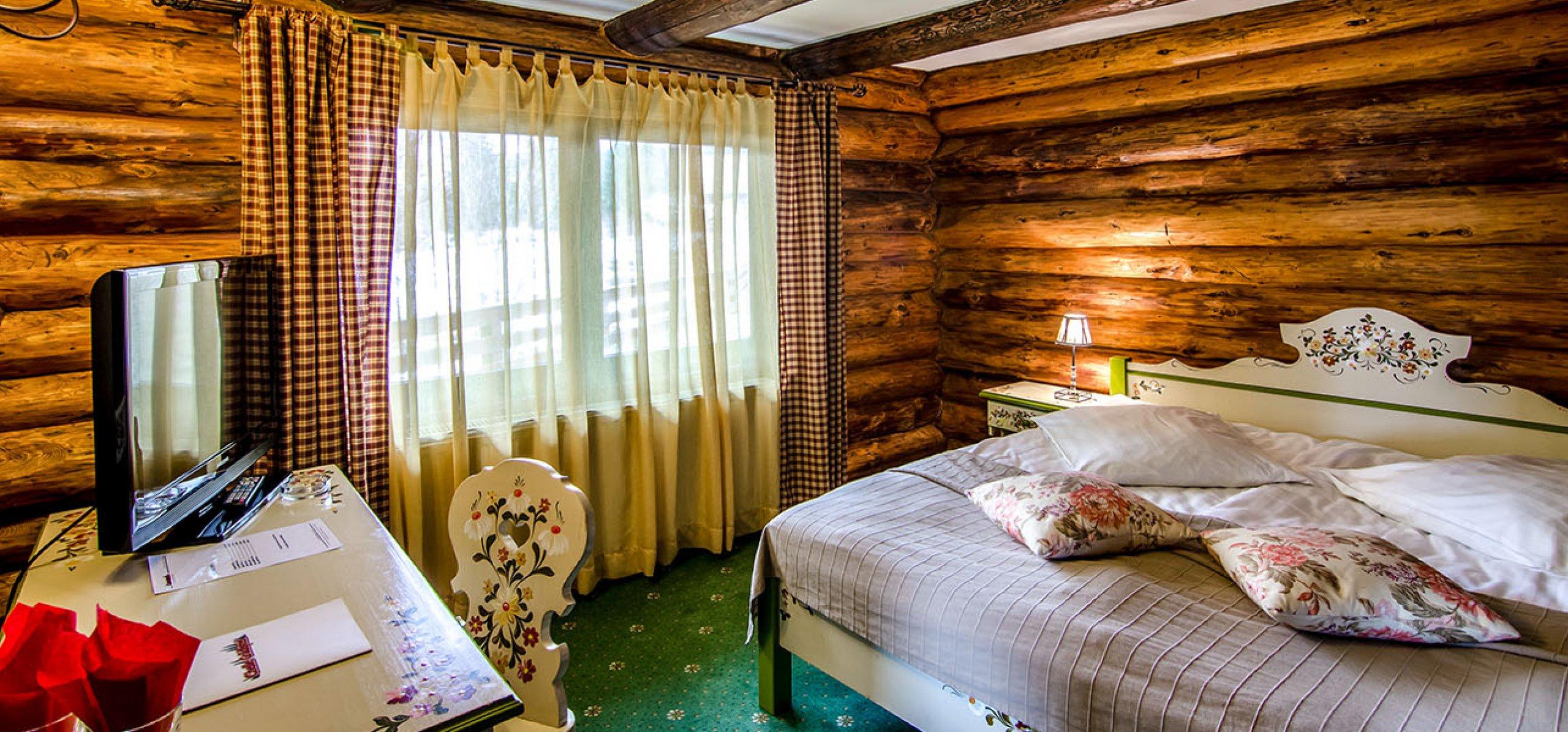 camera-dubla-matrimoniala-vila-carpenul-cheile-gradistei-fundata-2