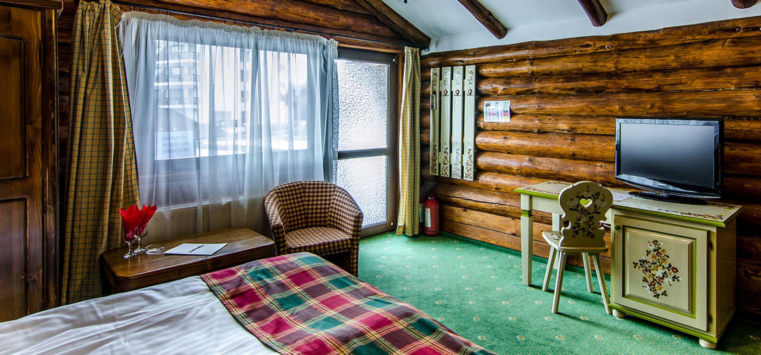 camera-dubla-matrimoniala-vila-bujorul-cheile-gradistei-fundata-2