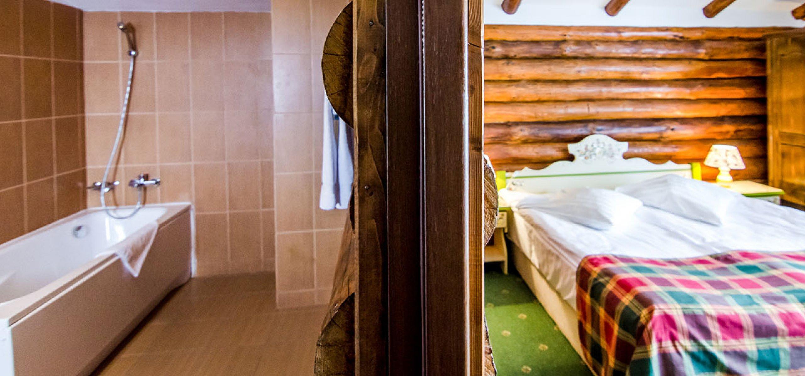 prim-plan-camera-dubla-matrimoniala-vila-bujorul-cheile-gradistei-fundata