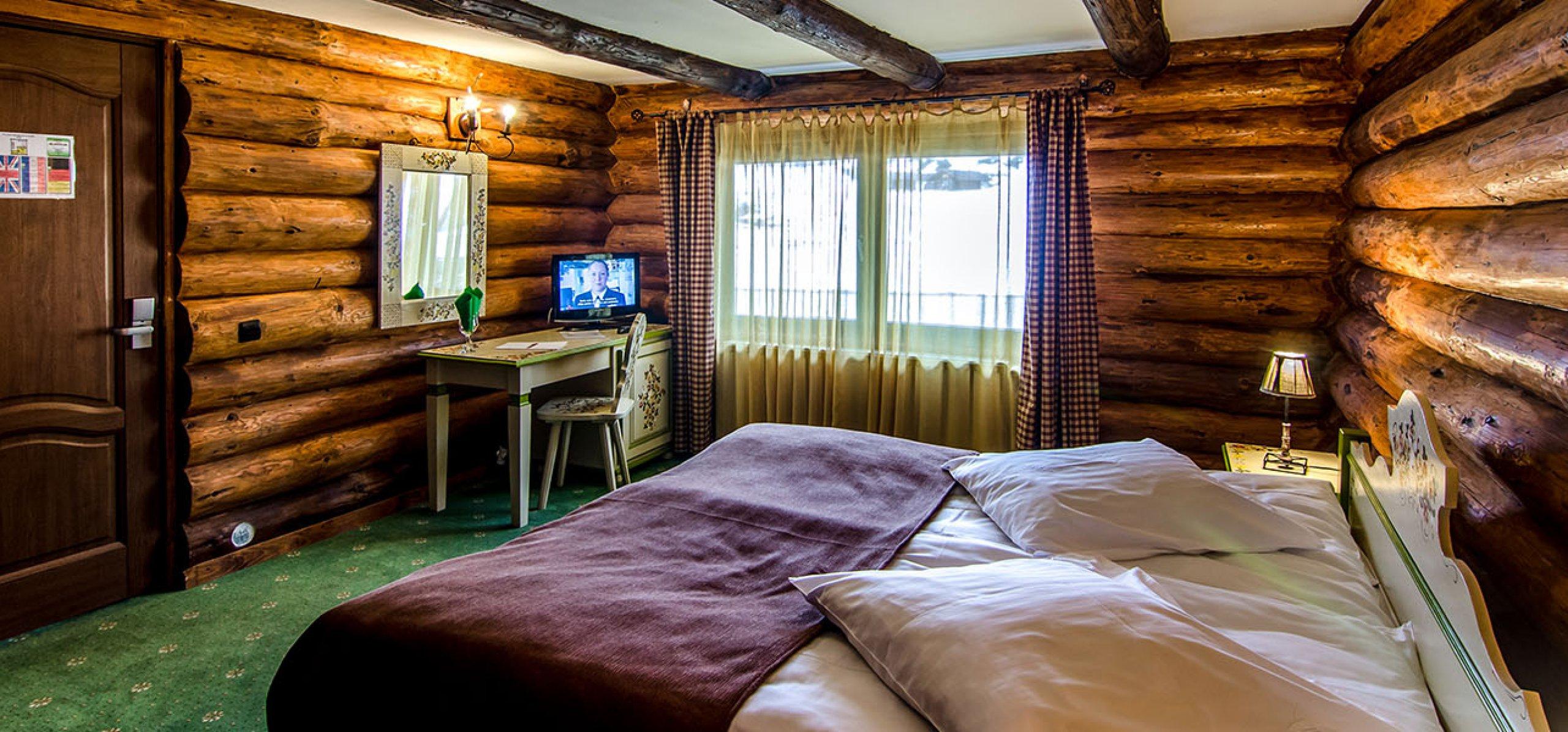 intim-camera-dubla-matrimoniala-vila-carpenul-cheile-gradistei-fundata