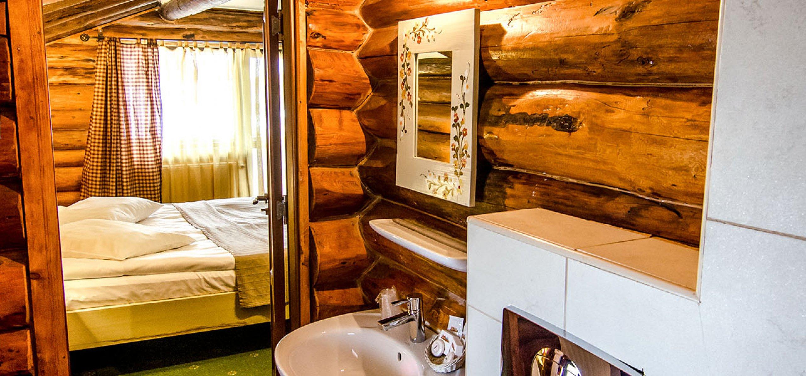 rustic-grup-sanitar-camera-dubla-vila-carpenul-cheile-gradistei-fundata