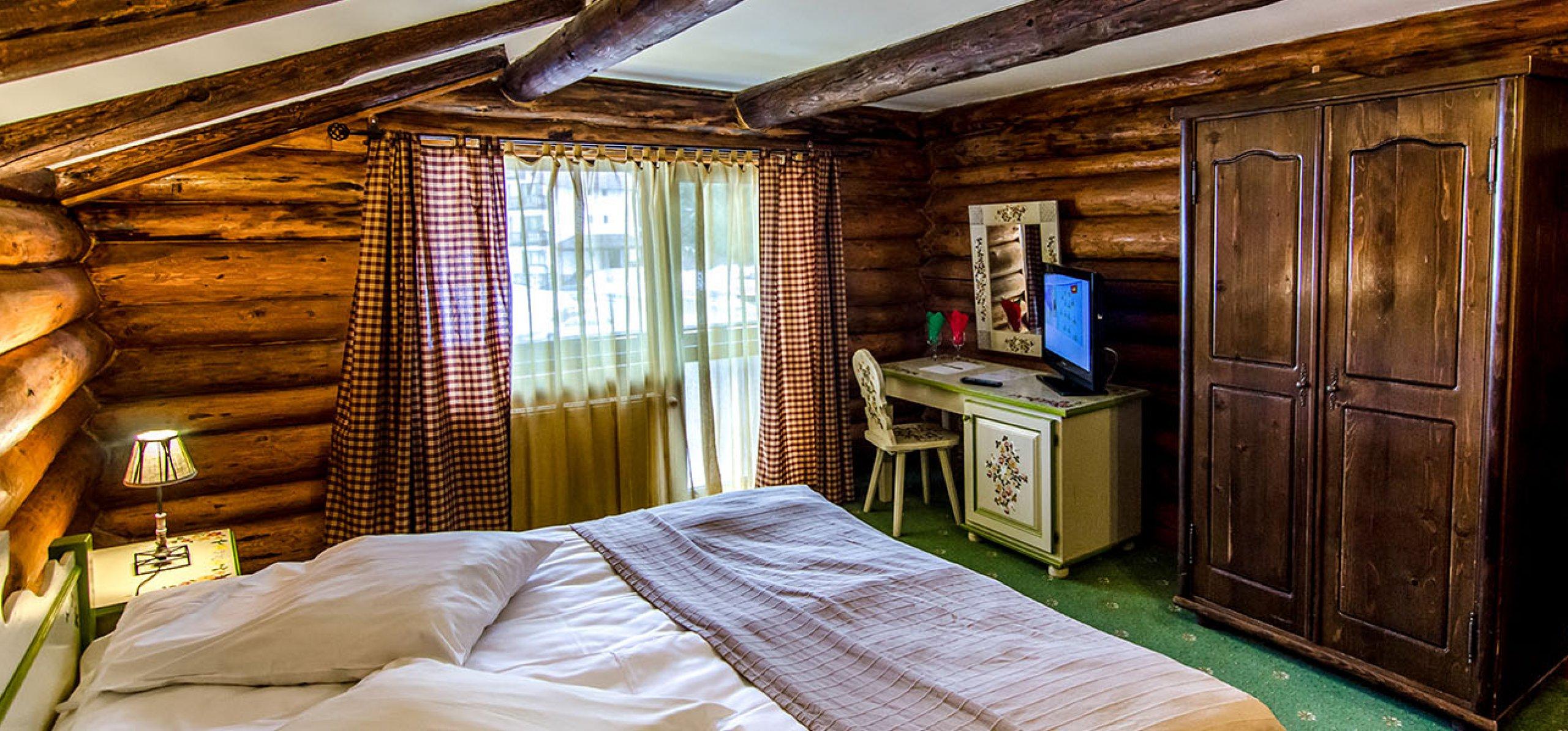 camera-dubla-matrimoniala-vedere-montana-vila-carpenul-cheile-gradistei-fundata