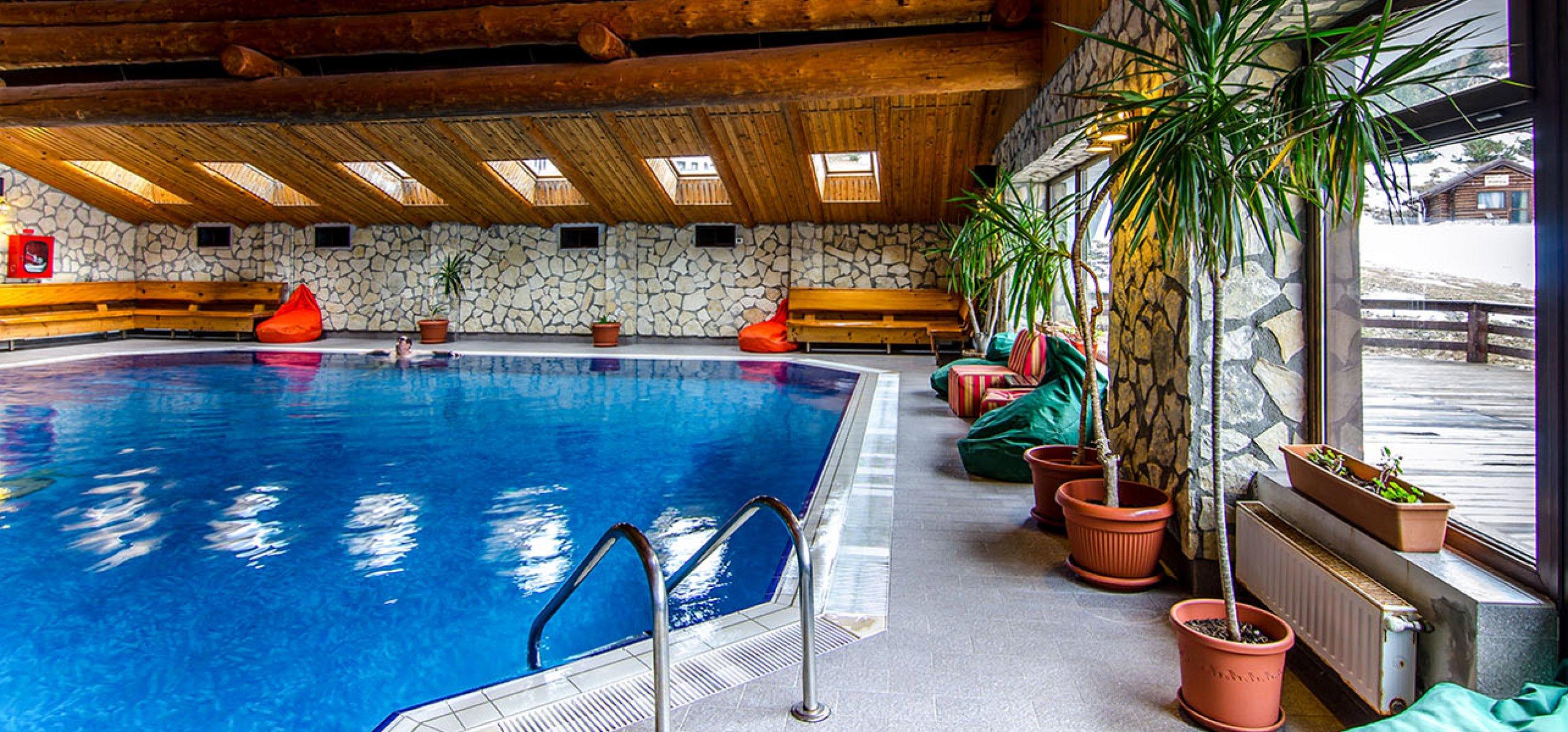 piscina-hotel-bucegi-2