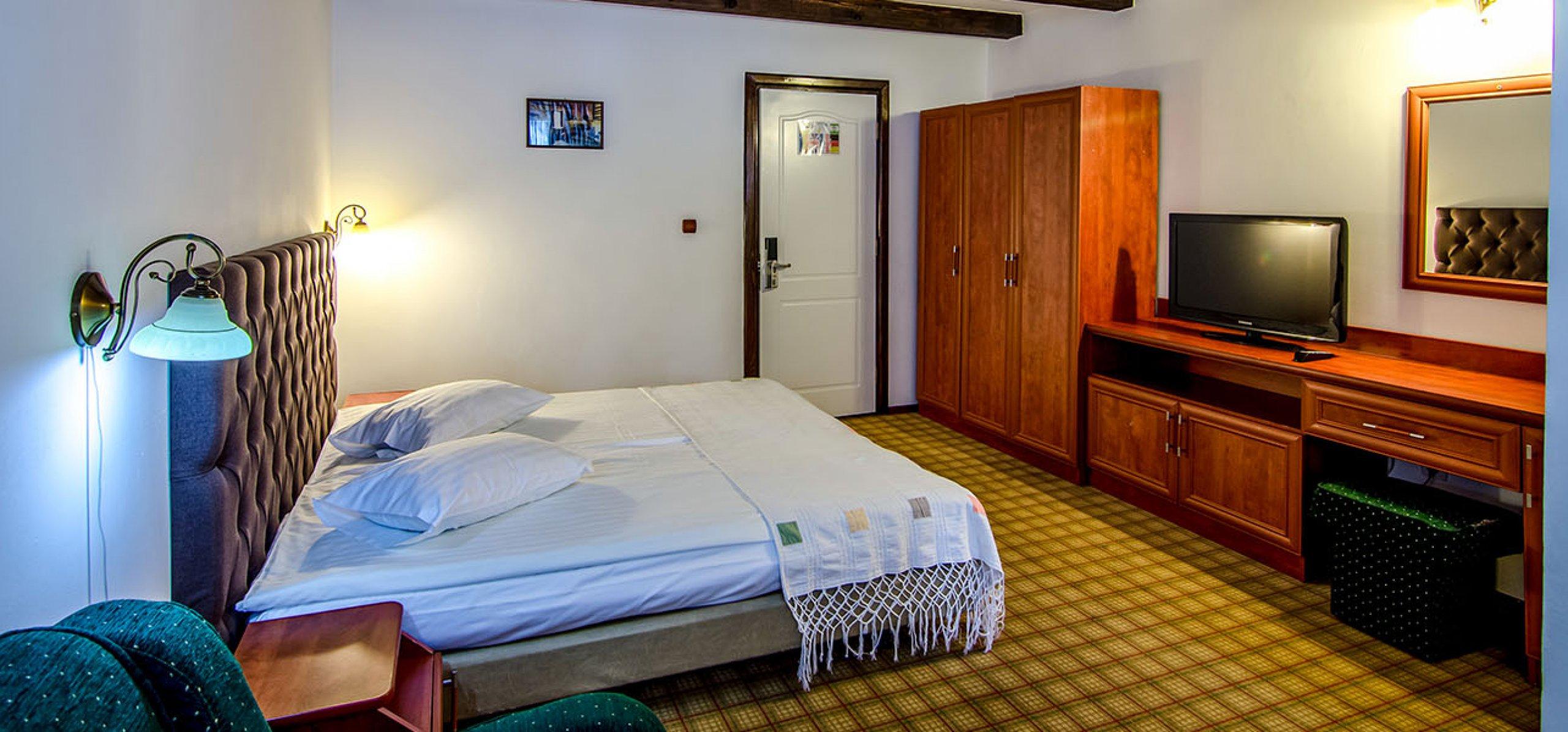camera0dubla-matrimoniala-luminoasa-hotel-gradistea-hoteluri-moeciu