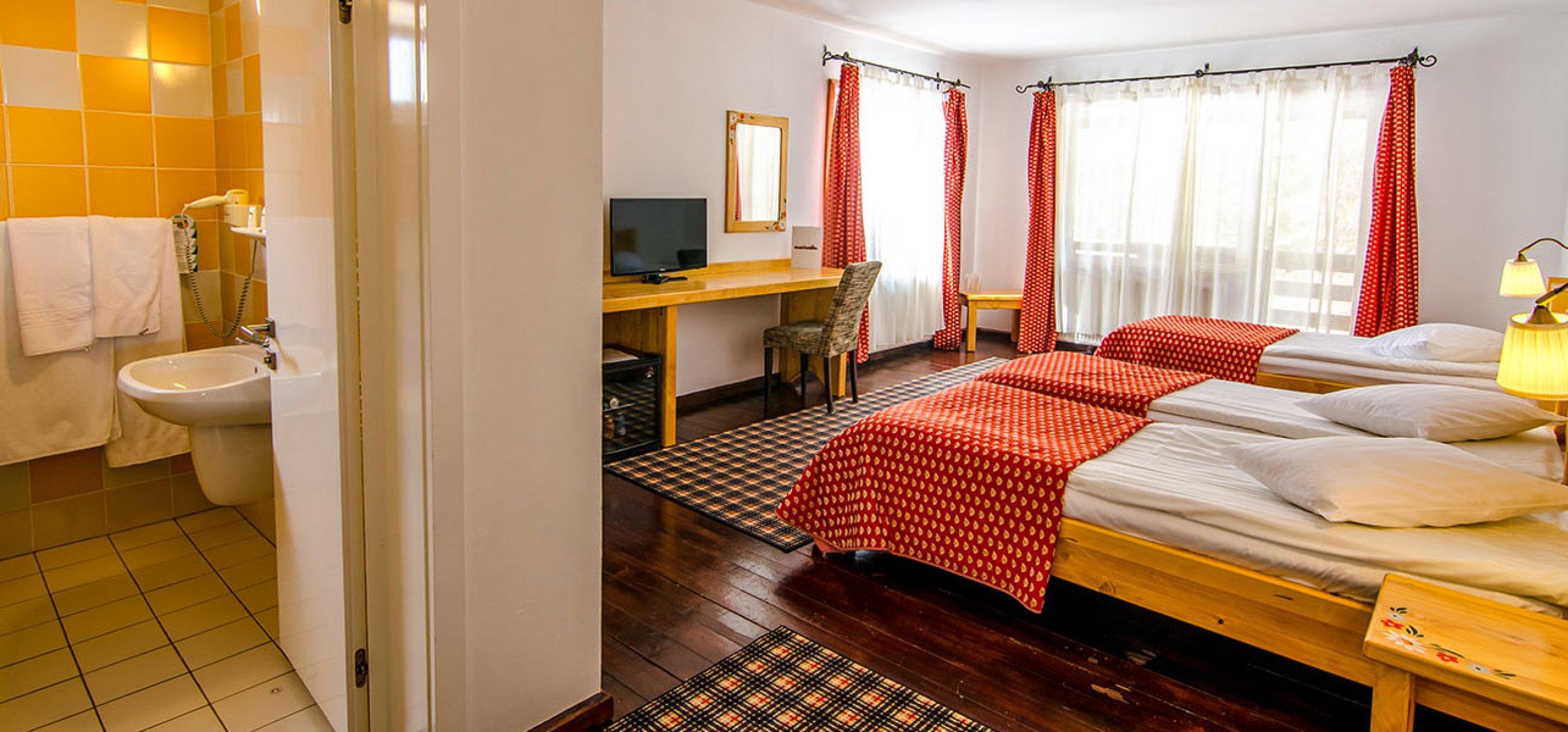 camera-tripla-hotel-cheia-hoteluri-moeciu-2