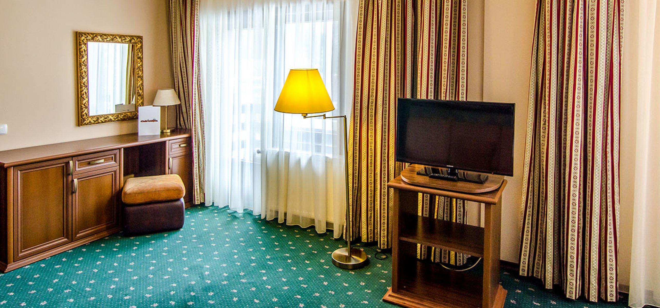 camera-dubla-matrimoniala-vedere-panoramica-vila-ana-vile-moeciu-2