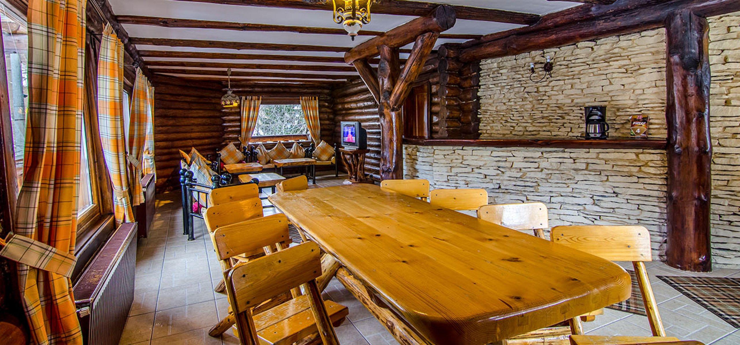 vila-de-lemn-interior-cazare-in-moeciu